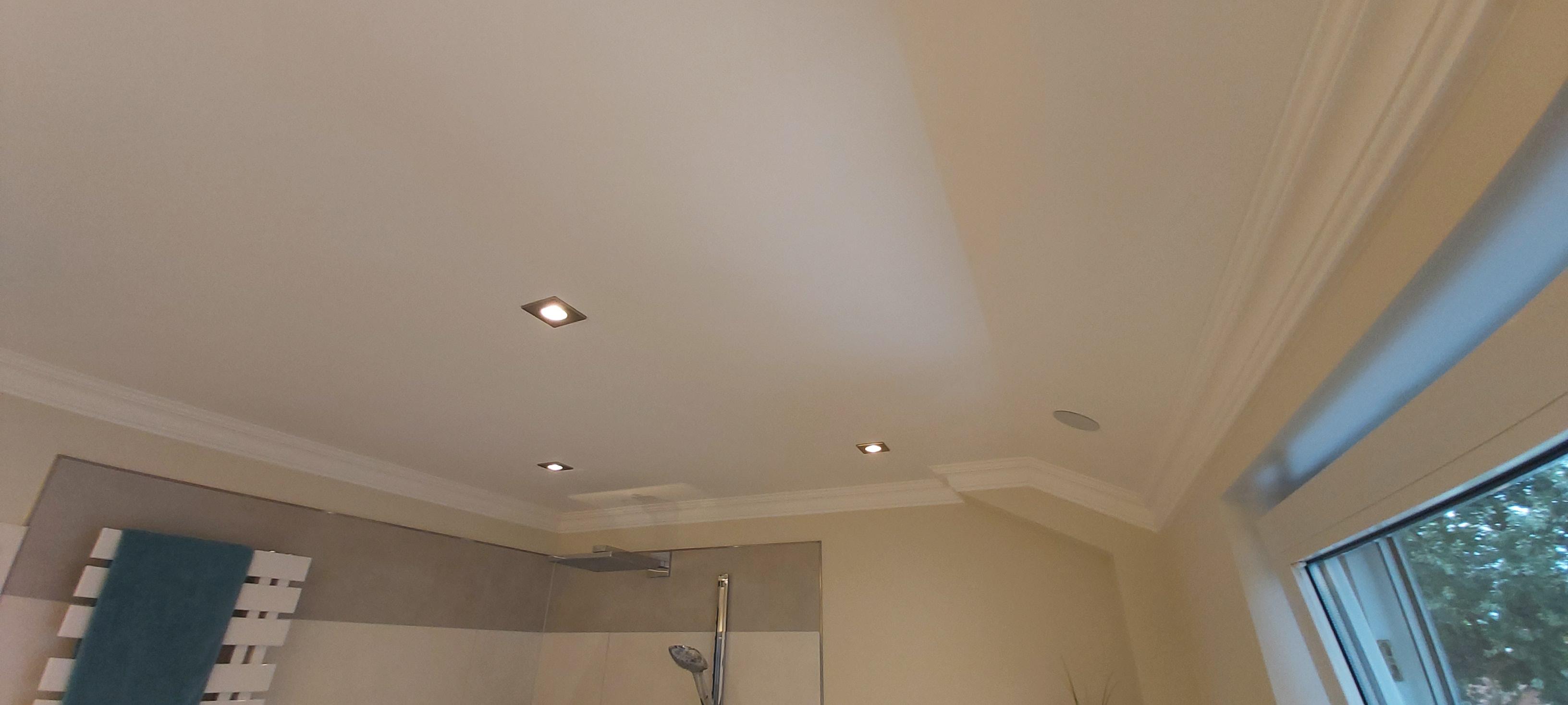 Decke und Beleuchtung